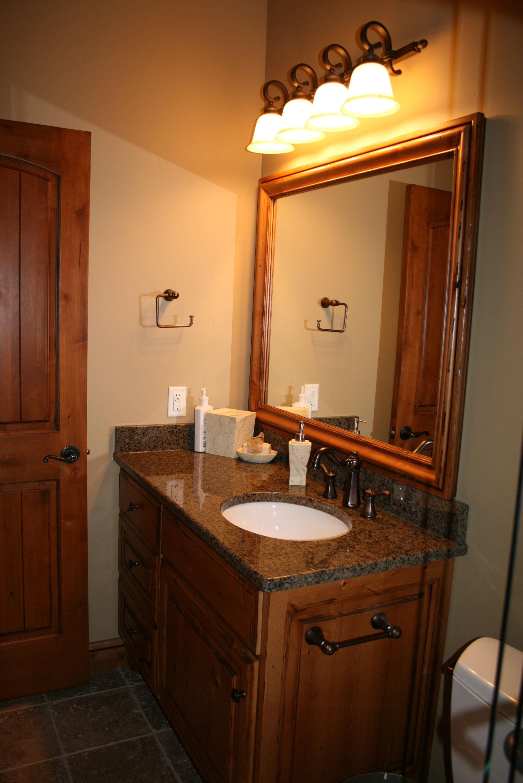 Bathrooms for A bathroom in spanish